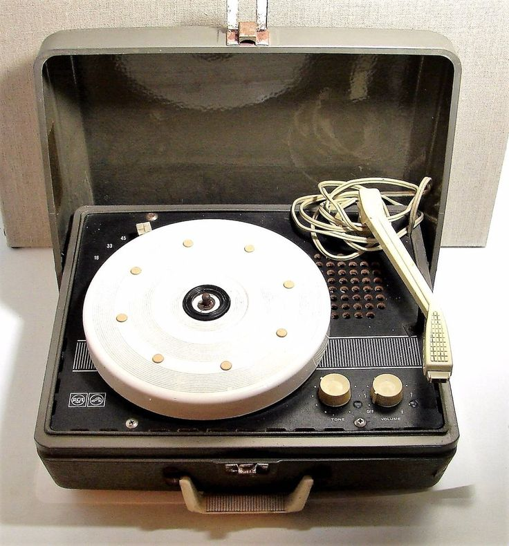 Vintage RCA Victor Portable Record Player Model VFP051 for Restoration or Parts!
