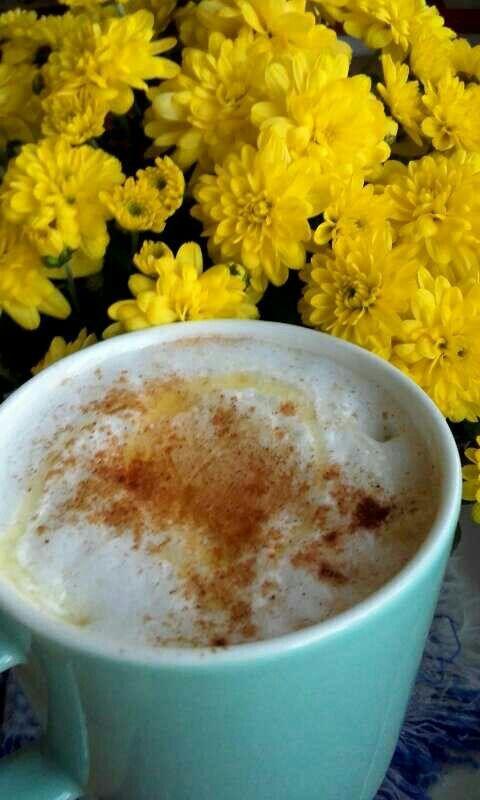 Autumn coffee in the garden. #iloveautumn #coffee #autumn #yellow