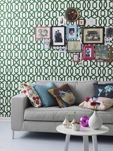 Trina er det andre tapetet i Fargerikes trendkolleksjon, og inspirasjonen er hentet fra arabisk arkitektur.    Designet er både klassisk og moderne, og passer i flere forskjellige stilarter. Fargen i mønsteret er Smaragdgrønn FR1151, hentet fra Årets Farge 2012.