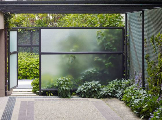I love the idea of a semi transparent Glass wall- good for a bit of privacy but also peaks curiousity as to whats behind it.. | Lutsko landscape architecture