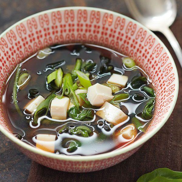 Misosuppe mit Spinat und Tofu