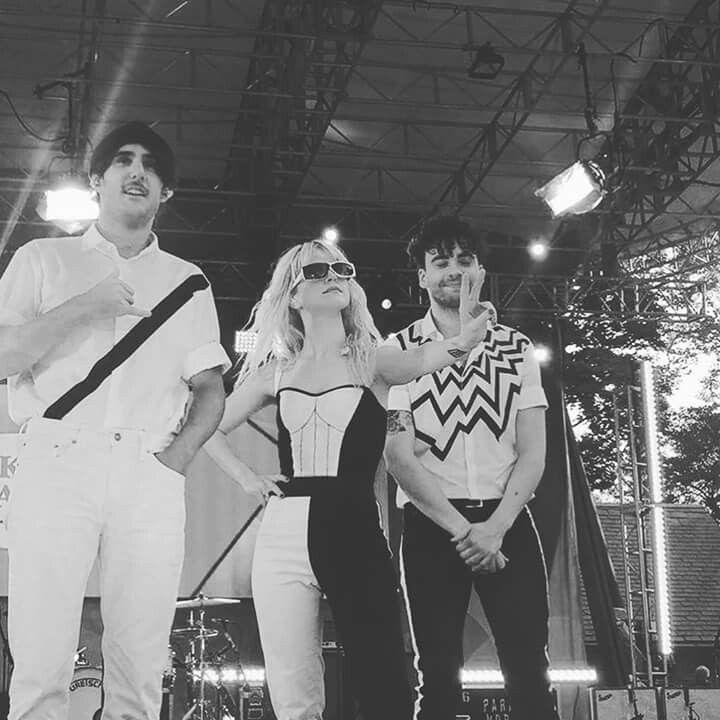 Zac Farro Hayley williams Taylor York Paramore at good morning america 25/08/17