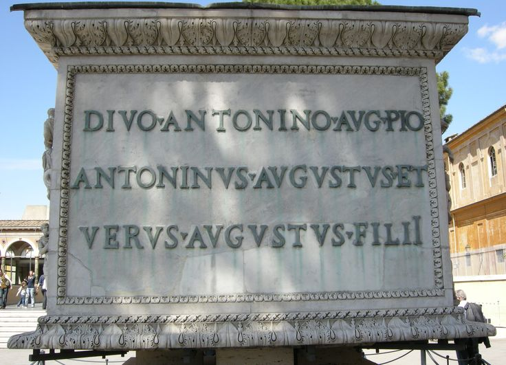 L'iscrizione dedicatoria sulla base della colonna di Antonino Pio, 161 d.C. Musei Vaticani, Roma