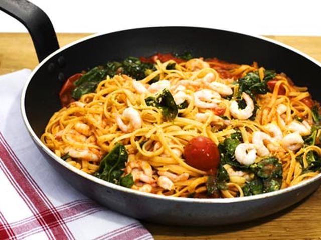 Spaghetti med räkor, vitlök och tomat