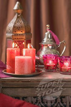 Middle Eastern decoration: candles, windlights, lantern, teapot (1532R-41054 / 968632 © FoodCollection)