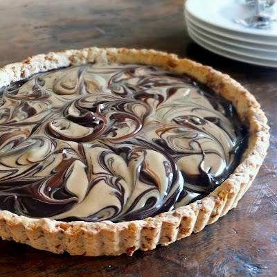 Recept voor een chocolade mascarpone taart, gemaakt met een bodem van amarettikoekjes uit de Mugello in Toscane.