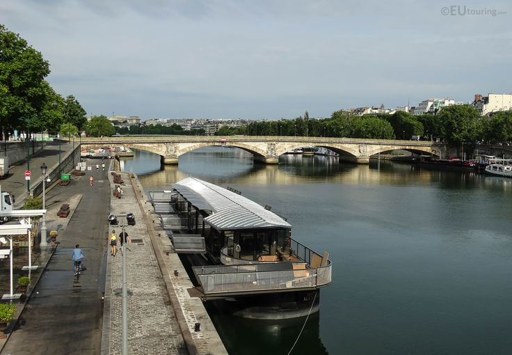 The new floating Bistrot Alexandre III restaurant found next to the famous ornate bridge in Paris.  See related and more www.eutouring.com/images_paris_city_life_314.html