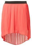 Długa spódnica, czy spódniczka mini?