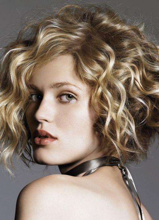 Женские стрижки на кудрявые волосы фото средней длины