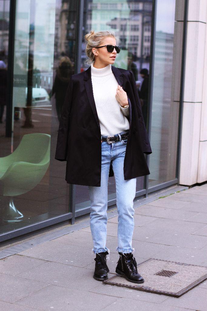Ich präsentiere euch in diesem Post einen eherklassischen Look. Jeans, derbe Boots, Pullover und Longblazer. Kein aufregendes Kleidungsstück. Nicht mal eine Tasche trage ich (Handy und ein bisschen Geld passen super in die weiten Hosentaschen meiner Levi's 501). Ja, viele würden jetzt sagen zu einer Frau gehört auch immer eine Tasche. Das macht den Look …