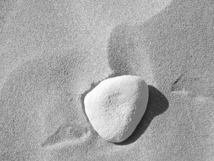 """O dia que voltei - Hoje, seguindo o costume dos antigos romanos """"albo lapillo notare diem"""" marco esta data com uma pedra branca, símbolo de prosperidade."""