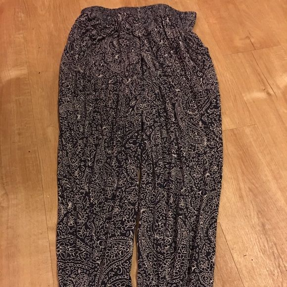 Weekend sale design joggers H&M basic design joggers size small shell viscose Elastic waist that stretches and elastic at bottoms. No pockets excellent shape i think this is dark blue Final sale no returns Trades yes  H&M Pants Track Pants & Joggers