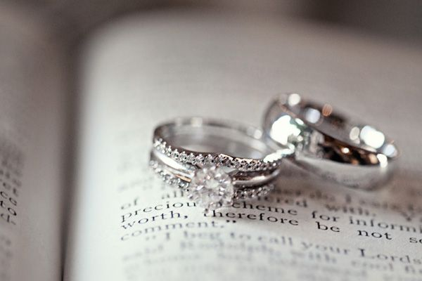 Love the idea of having a picture of the rings on the verse read at the ceremony