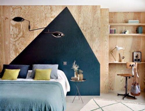 Chambre aux murs de contreplaqué, mise en scène murale  graphique bleu nuit   plywood walls Bedroom, graphic Dark blue wall painting