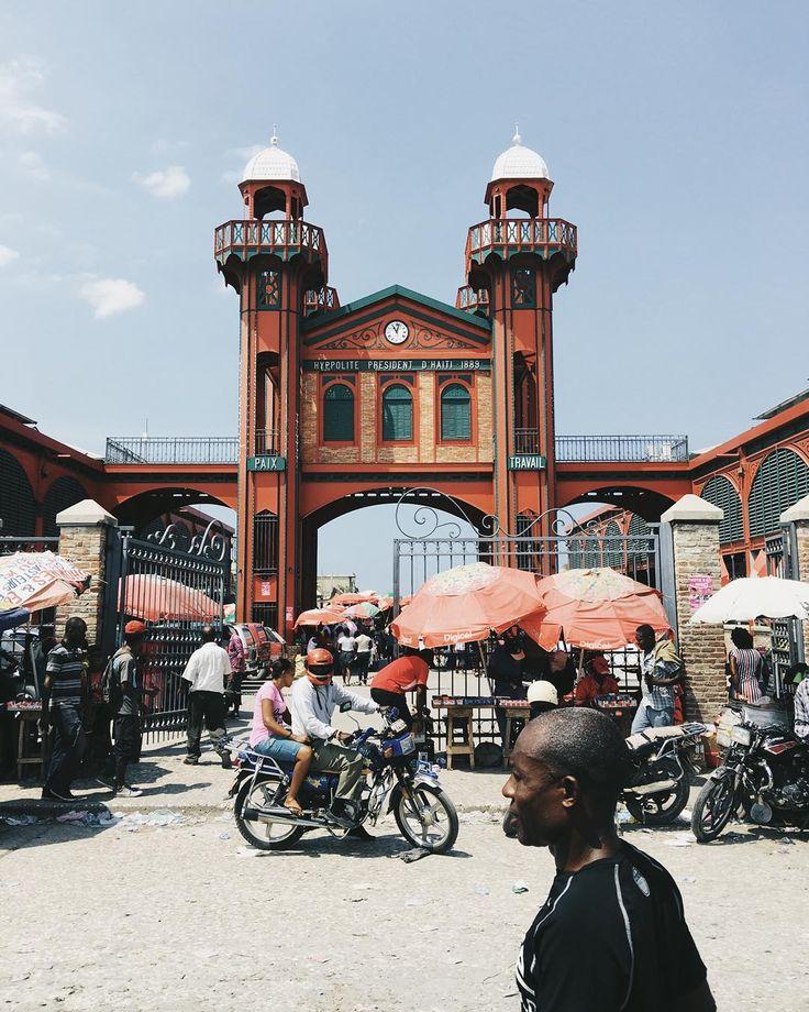 Coeur de la ville de #portauprince le marché en fer #Haiti avec @voyageursdumonde
