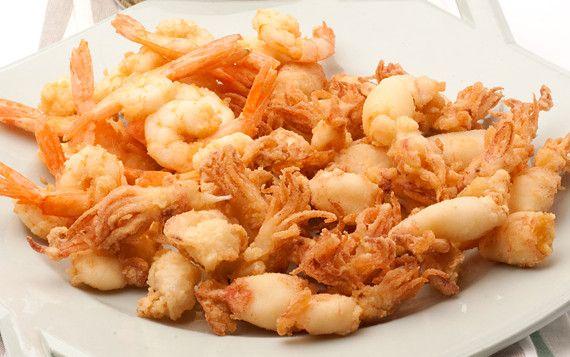 Frittura di di gamberetti e calamaretti