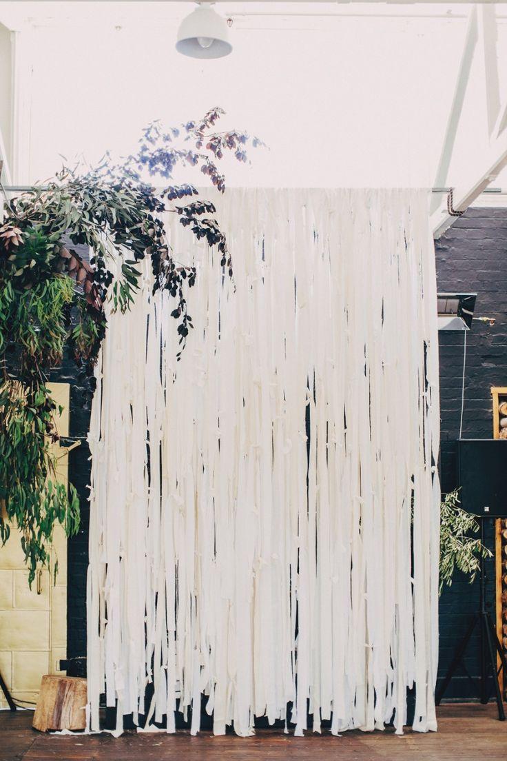 How to make a fabric backdrop - Diy Fabric Streamer Backdrop