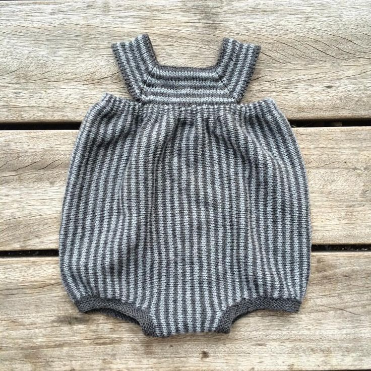 A summer romper is born.  #offmyneedles #summerknit #summerknitting #babyknits #knitforkids #knittedromper #barnestrikk #babystrikk #guttestrikk #sommerstrikk #knittingforolive