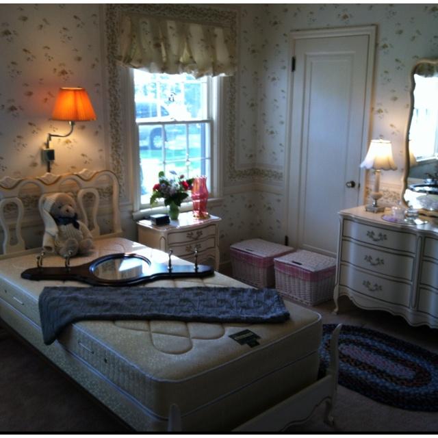 Super cute ethan allen little girls bedroom set available for Cute bedroom furniture sets