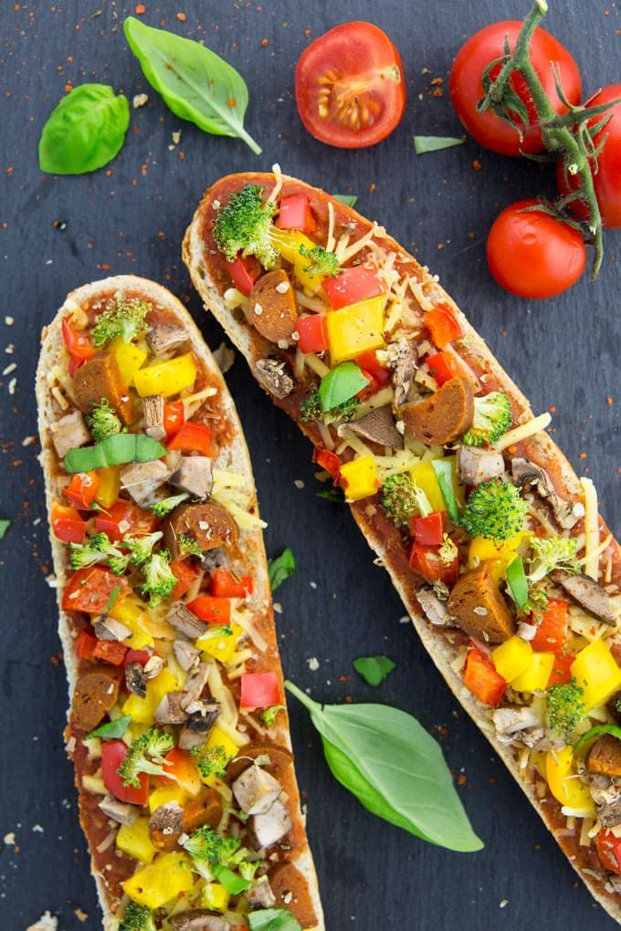 Veganes Pizza Baguette | vegane Pizza | veganes Baguette | | vegane Rezepte I Entdeckt von Vegalife Rocks: www.vegaliferocks.de ✨ I Fleischlos glücklich, fit & Gesund✨ I Follow me for more vegan inspiration @vegaliferocks #vegan #pizza