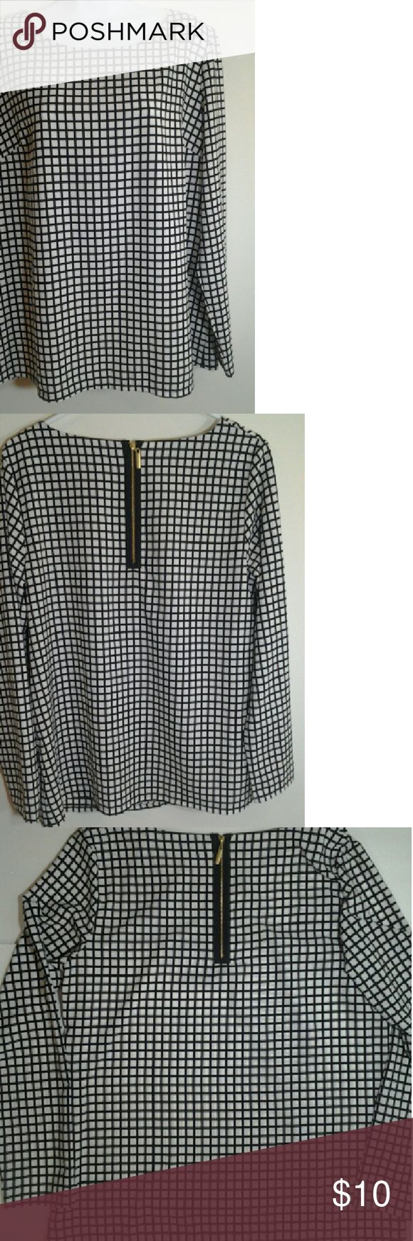 Merona Black and White Shirt Women Merona black and white longsleeve blouse... Zip up in the back... In great condition... Merona  Tops Blouses