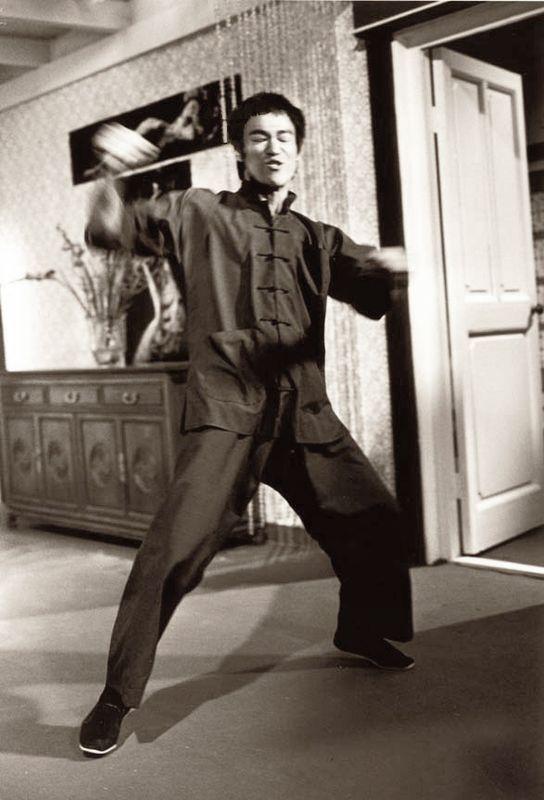 LA FUREUR DU DRAGON - Bruce Lee et sa flûte silencieuse