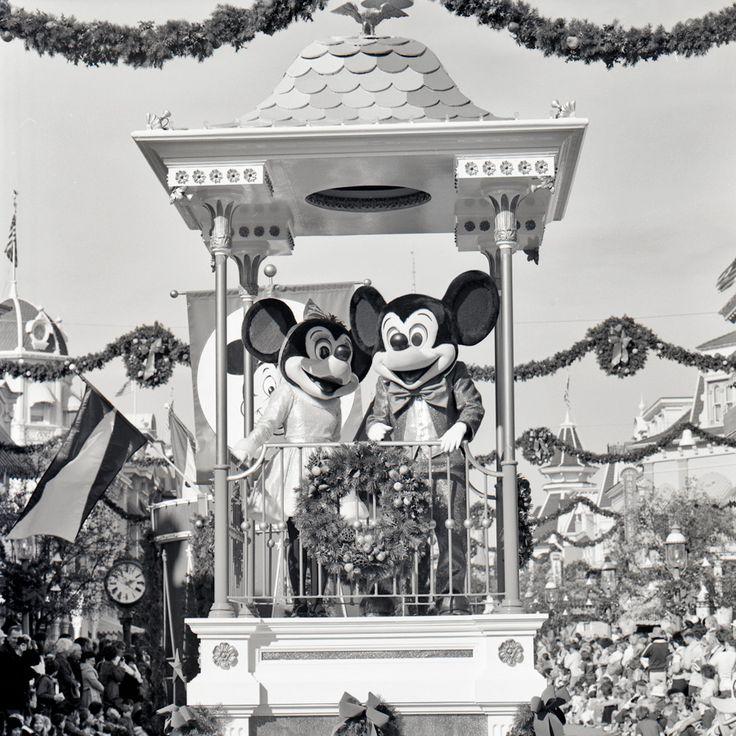 A 1970s Look at the Christmas Parade at Magic Kingdom Park