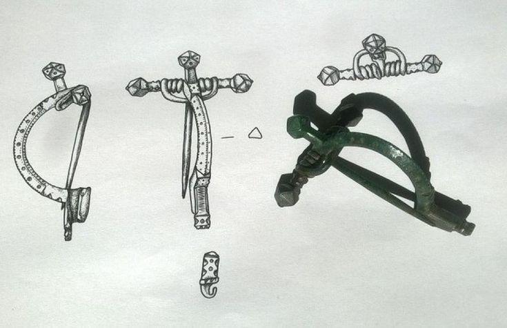Германская пряжка на так называемом «спусковом крючке», который был изобретен, начиная с позднего римского периода. Датируется около 4 в. н.э.