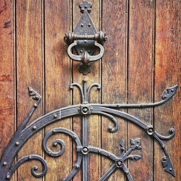 Church door in Hamburg-Mitte, Hamburgo, Hamburgo. #iseefaces | por hypercatalecta