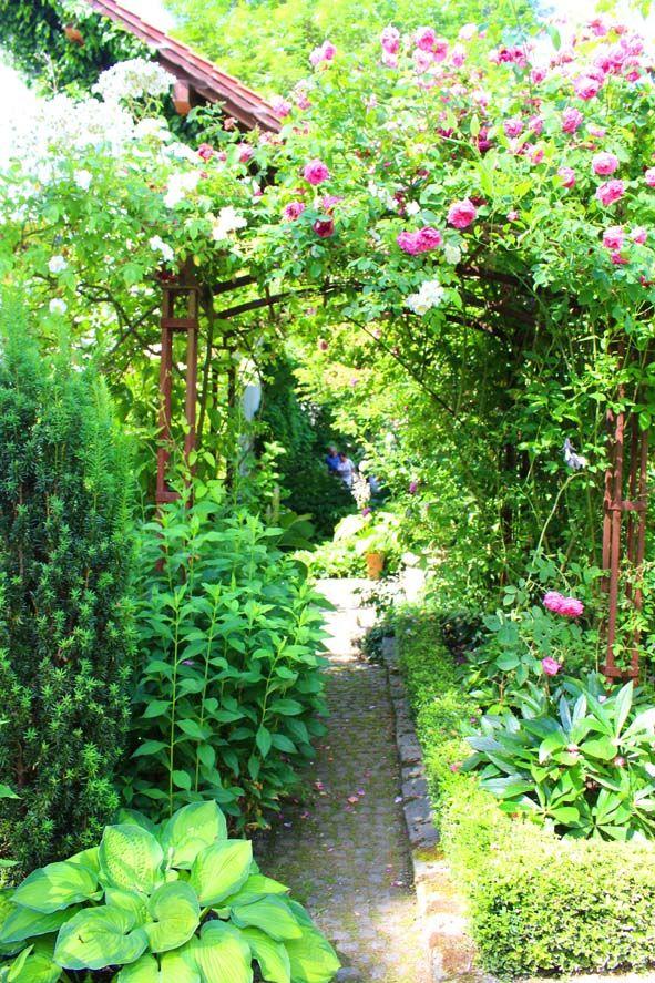 Bavarian Garden of Monika Kasberger,  http://www.monis-rosengarten.de/der-garten