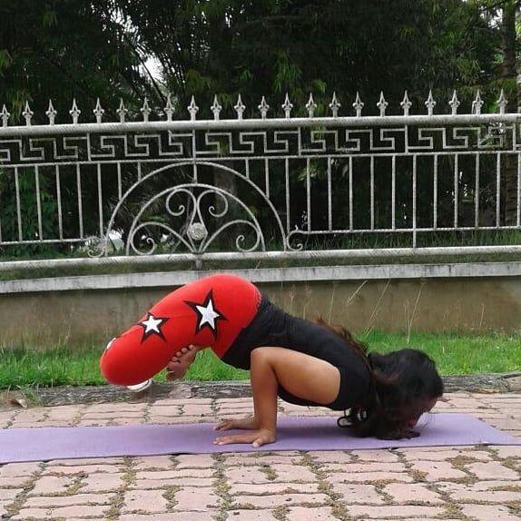 For day 3 of  #CreativeSpringYogis #armbalance . . CREATIVE HOSTS:  @suchitra_rx .  @yogi.hemaxi  @mikaila_nyc  @yoga_helwahtin .  AMAZING SPONSORS:  balanceyogawear  @mandalaapparel  @arcayogamat  @faithfoxdesigns  @szmalas  @narabellabrand  @mymalanecklace  @akasha_malas .  @treelanceyoga  Day 1- Standing balance  Day 2- Lizard pose   Day 3- Arm balance  Day 4- Backbend  Day 5- Forward fold  Day 6- Inversion  Day 7- Reclined/ Infinity pose . . . #igyogachallenge #yogachallengeworld…