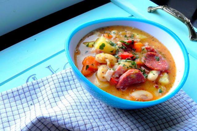 Taste Eat: Kremowa zupa fasolowa z boczkiem i chorizo