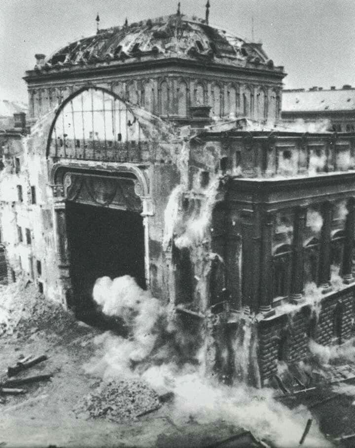 1965 a Nemzeti Színház felrobbantása