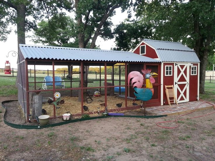 Our chicken coop or barn with the new Rooster decor. ♡♡