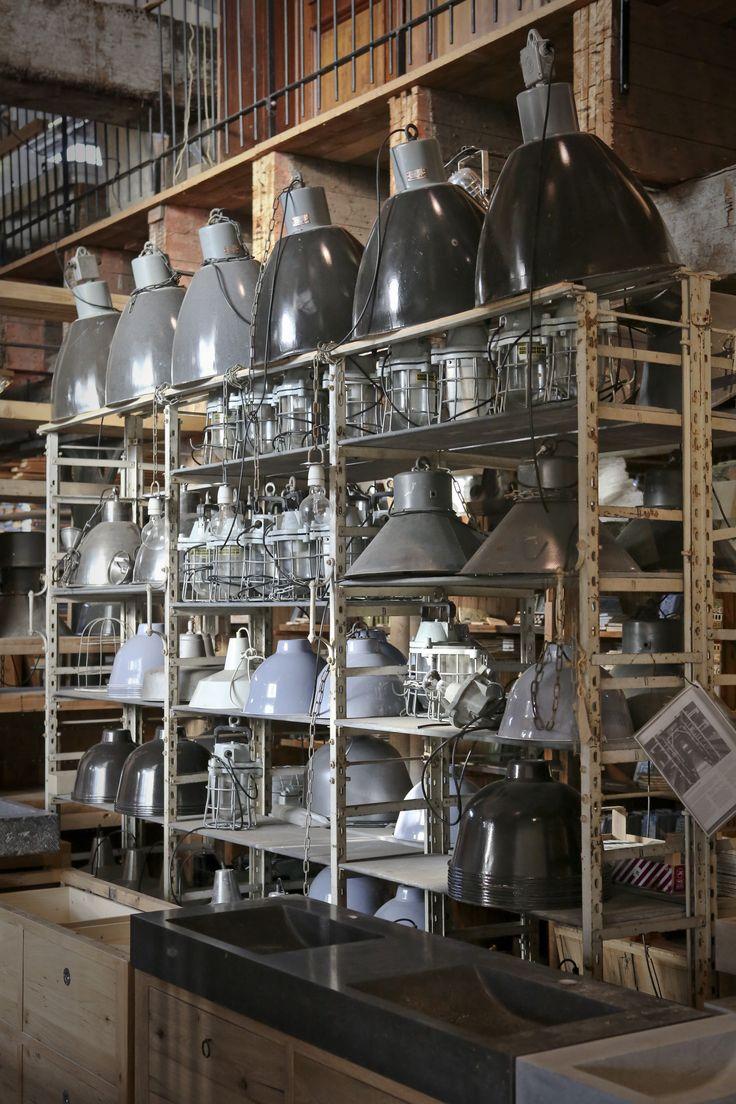 Grote voorraad oude lampen, diverse modellen  www.oudebouwmaterialen.nl