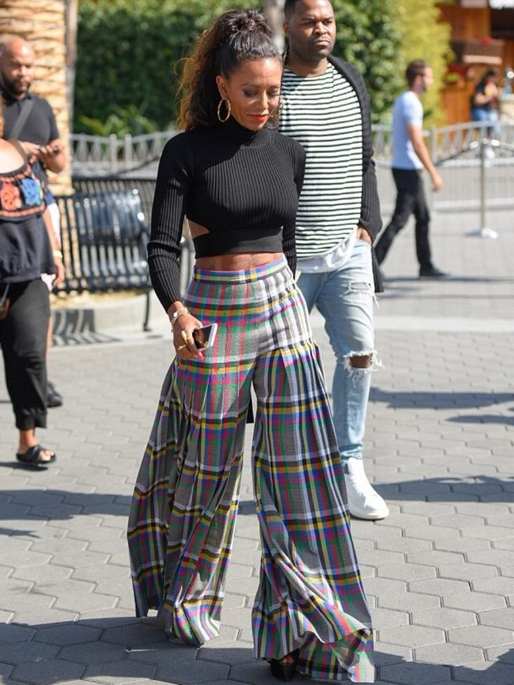 Mel B Cushnie et Ochs Turtleneck Cut Out Sweater and Marco de Vincenzo Plaid Flare Pants 3