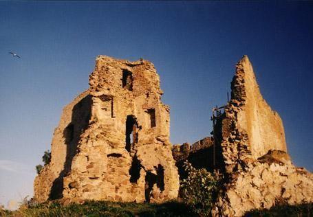 """Руины замка Тоолсе – #Эстония #Ляэне_Вирумаа (#EE_59) Замок Тоолсе - самый северный и самый """"молодой"""" средневековый замок Эстонии. http://ru.esosedi.org/EE/59/1000108491/ruinyi_zamka_toolse/"""