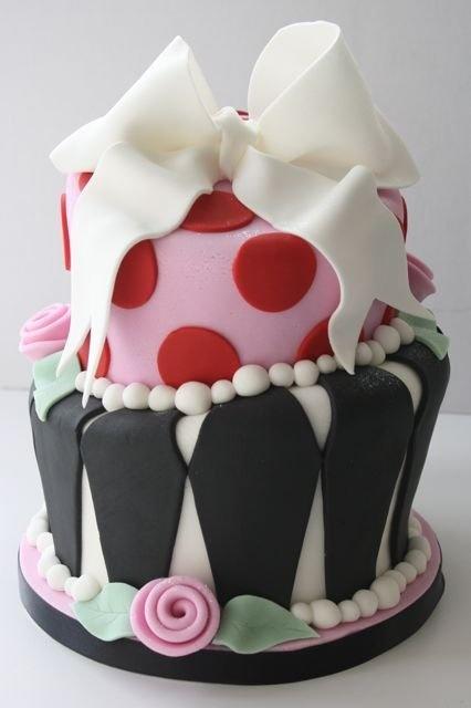 Alice in Wonderland Cake...