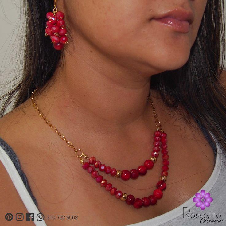 Hermoso juego de collar, aretes y pulseras en coral y murano. Dijes en oro goldfield. Whatsapp: +57 310 722 9082.