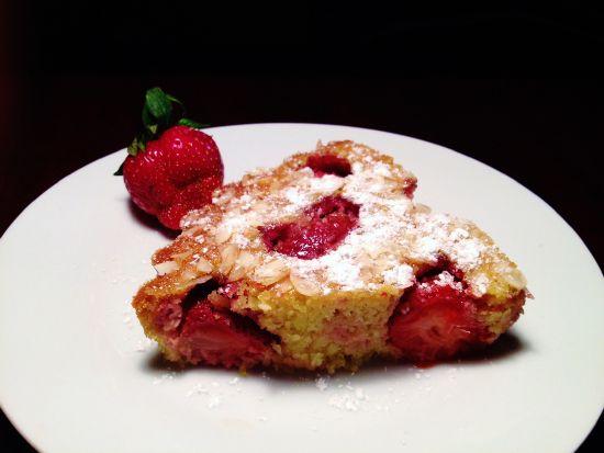 Пирог из семолины с клубникой (Semolina Cake with Strawberries)