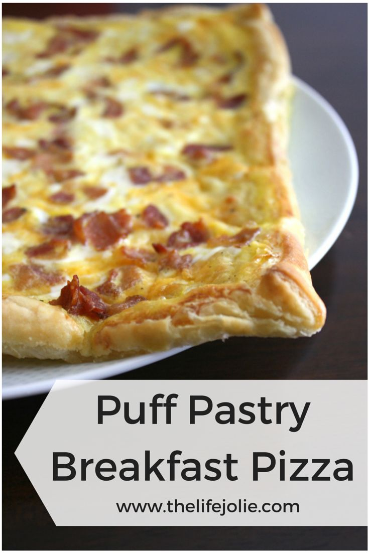 Oh my gosh, this is the most delicious and easy breakfast pizza ever!! www.thelifejolie.com