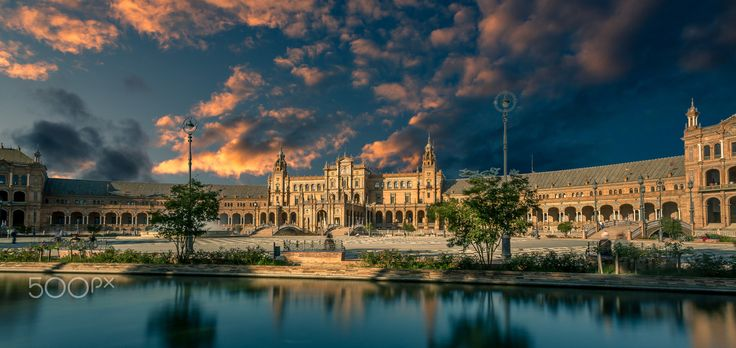 Plaza de España at Sunset II - 35'' long exposure of the Plaza de España in…