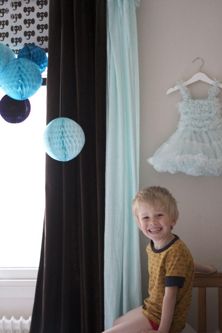 Kids room: turquoise and brown Barnrum: turkos & brun Photo & styling @alinasovgott