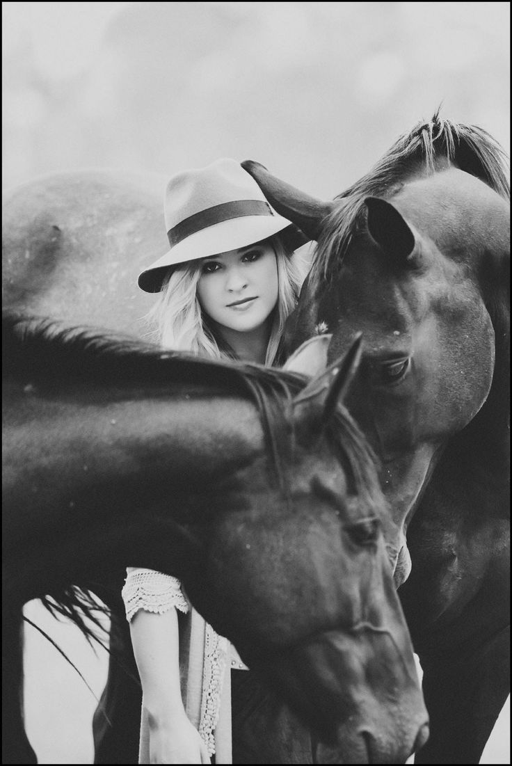 Styled friendship photo session #photography #friendship #styledshoot #seniorphotosession #equestrianphotosession