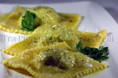 Tra Pignatte e Sgommarelli: Le mie ricette - Ravioli ripieni di broccolo romanesco e arzilla, con burro al profumo di prezzemolo e pecorino romano