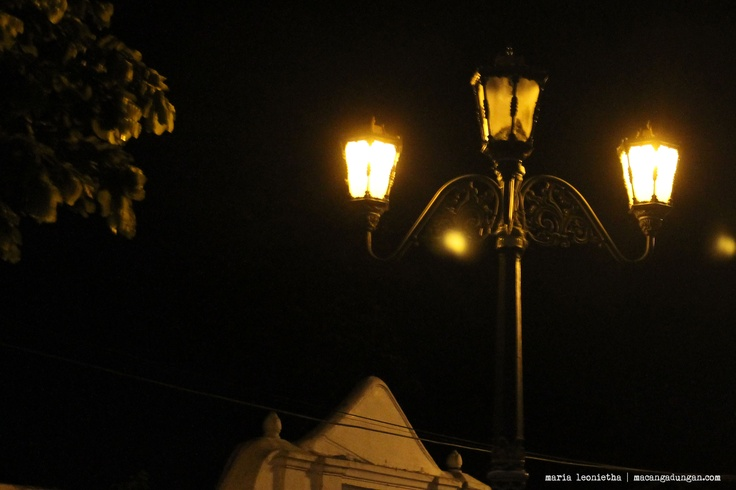 An old lamp at Alun Alun.