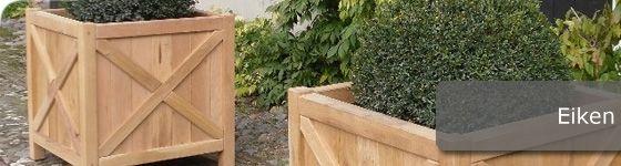 Deze eikenhouten plantenbakken stralen echt sfeer uit en doen het buitengewoon goed bij herenhuizen, boerderijen en landhuizen.   Te koop in onze webshop http://www.hettuinleven.com/c-2129442/eiken/