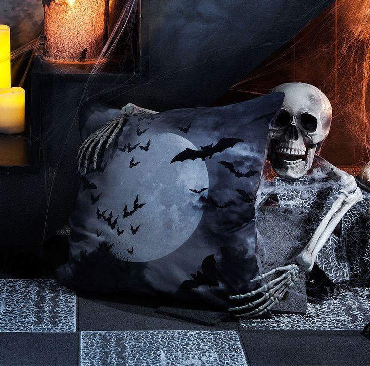 Heute ist Mondnacht angesagt: Wir nähen für Halloween ein Kissen aus unserem tollen Vollmond-Stoff mit Fledermäusen. Das Kissen ist eine super Deko für die Halloween-Party und auch als Mitbringsel