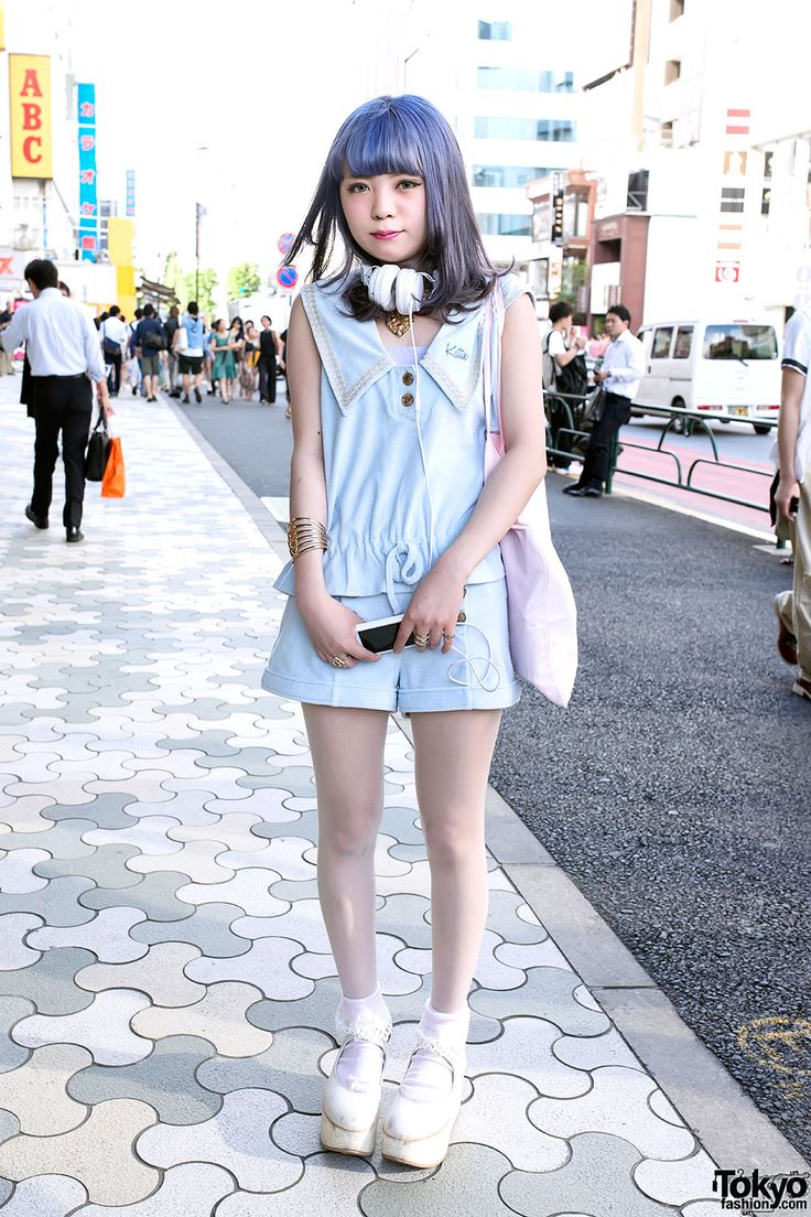 Pastel-loving Momoko in Harajuku w/ matching KATIE fashion & Tokyo Bopper platforms.