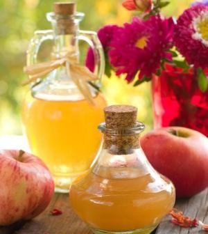 Aceto di mele: perché fa bene usarlo sulla pelle del viso
